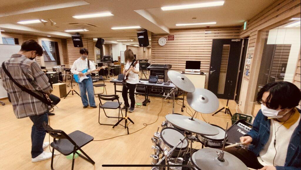 入学式に向けてバンドパフォーマンス練習中!